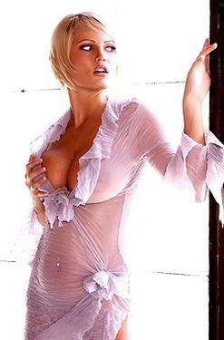 Hannah Hilton see thru shirt