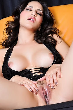 Sunny Leone Pussy Open Wide